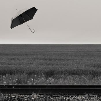Рельсы и зонт